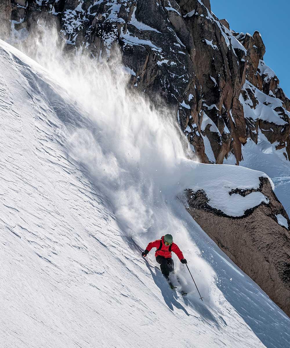 Freerider skiing Powder